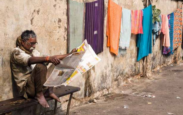 EJN_Ethics_in_the_News_man_Reading_Newspapers